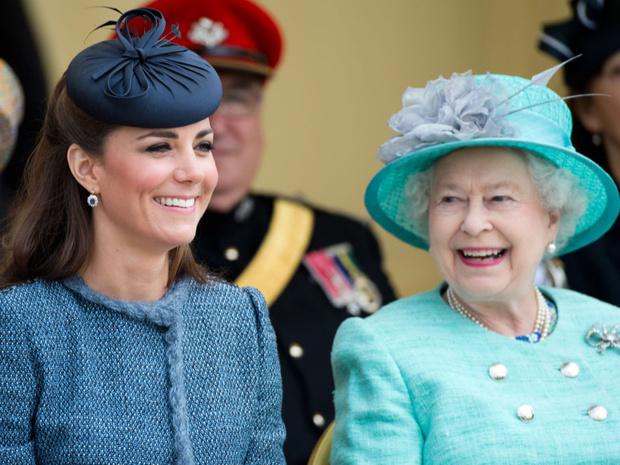 Фото №2 - Новый этап: как и почему отношения Кейт и Королевы изменились за последний год
