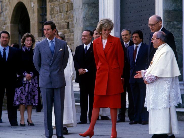 Фото №36 - Одним цветом: как королевские особы носят монохромные образы— 30 вдохновляющих примеров