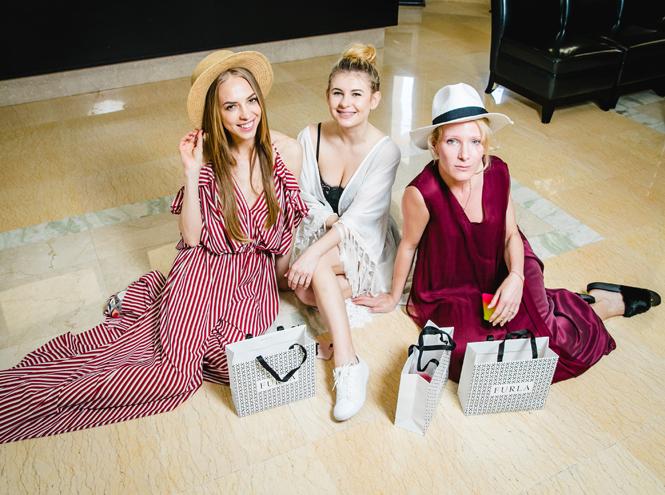 Фото №1 - Звезды в Сочи оценили новую капсульную коллекцию сумок Furla