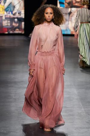 Фото №37 - Полный гид по самым модным платьям для весны и лета 2021