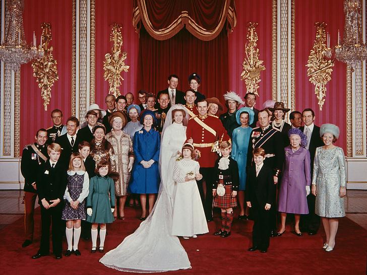 Фото №2 - Самая странная королевская помолвка: зачем принцесса Анна надела два платья одновременно