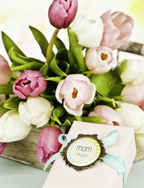 Что подарить маме на День Матери: варианты подарков