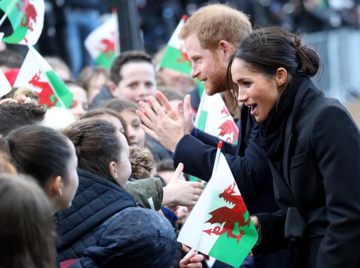 Фото №1 - Принц Гарри и Меган Маркл впервые посетили столицу Уэльса
