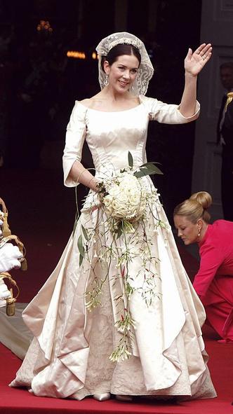 Фото №5 - Вдохновилась: чье свадебное платье на самом деле скопировала герцогиня Меган