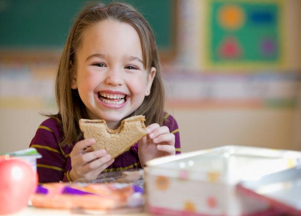 Фото №1 - Еда для «пятерок»: чем кормить школьника для лучшей успеваемости