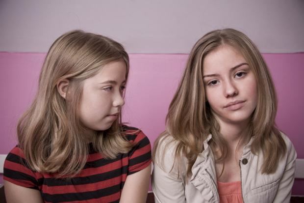 Фото №1 - Вопрос дня: Что делать, если мы постоянно ругаемся со старшей сестрой?
