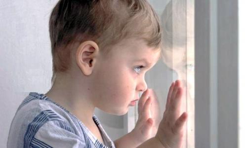 Фото №1 - В Петербурге еще один ребенок выпал из окна