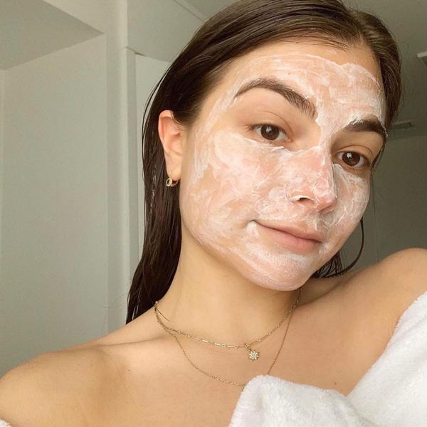 Фото №7 - Что делать, если от макияжа появляются прыщи, и как с этим бороться