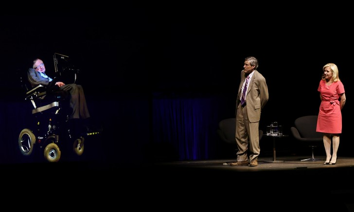 Фото №1 - Даже Стивен Хокинг высказался по поводу Зейна Малика