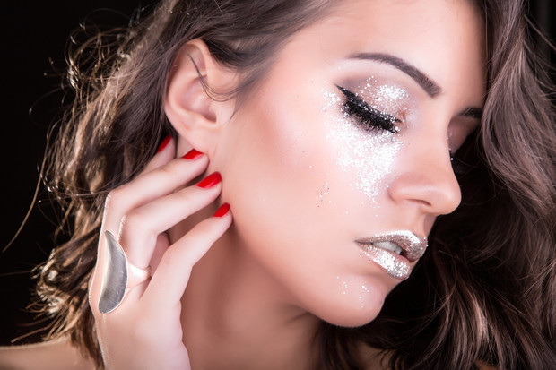Фото №2 - Новогодний макияж и прическа: советы стилистов