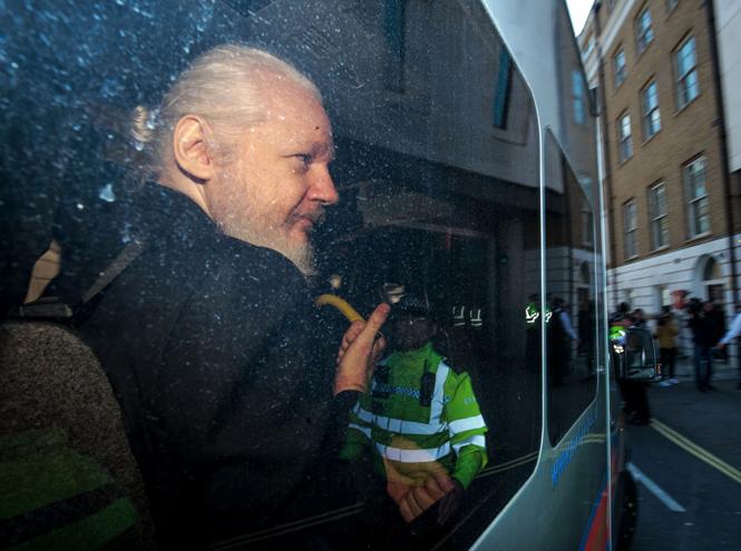 Фото №2 - Джулиана Ассанжа арестовали в посольстве Эквадора