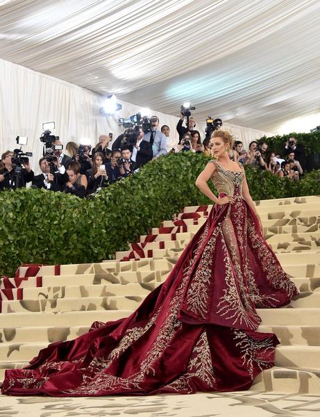 Фото №1 - Ничего себе! Платье Блейк Лайвли для Met Gala 2018 шили целых...