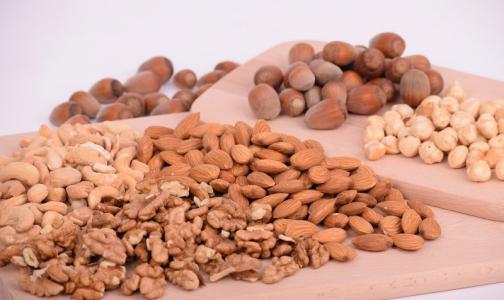 Фото №1 - В Роспотребнадзоре перечислили самые полезные орехи