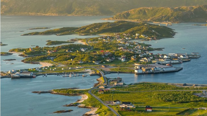 Фото №1 - Жители норвежского острова решили отменить время
