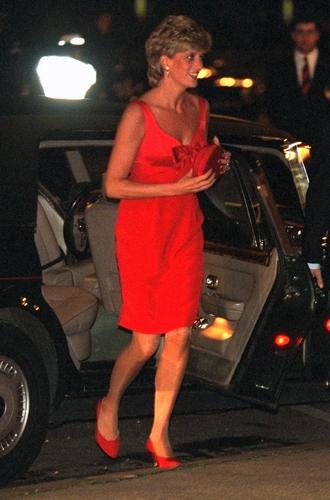 Фото №17 - 60 красных нарядов: как принцесса Диана носила любимый цвет