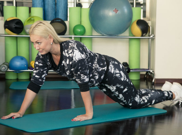 Фото №10 - 10 минутный комплекс упражнений для тех, у кого нет времени на спорт