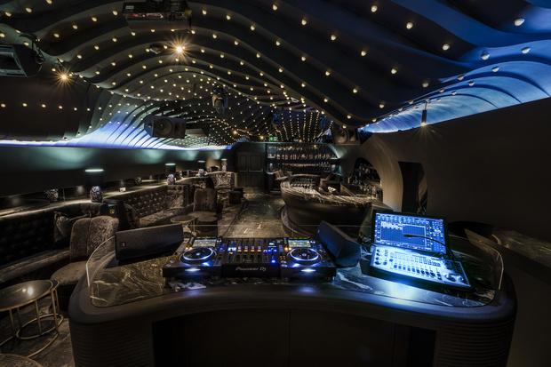 Фото №5 - Ночной клуб Sechser в Вене