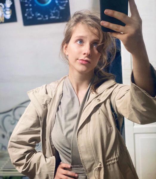 Фото №2 - «Макияж как камуфляж»: Лиза Арзамасова впервые опубликовала фото без косметики