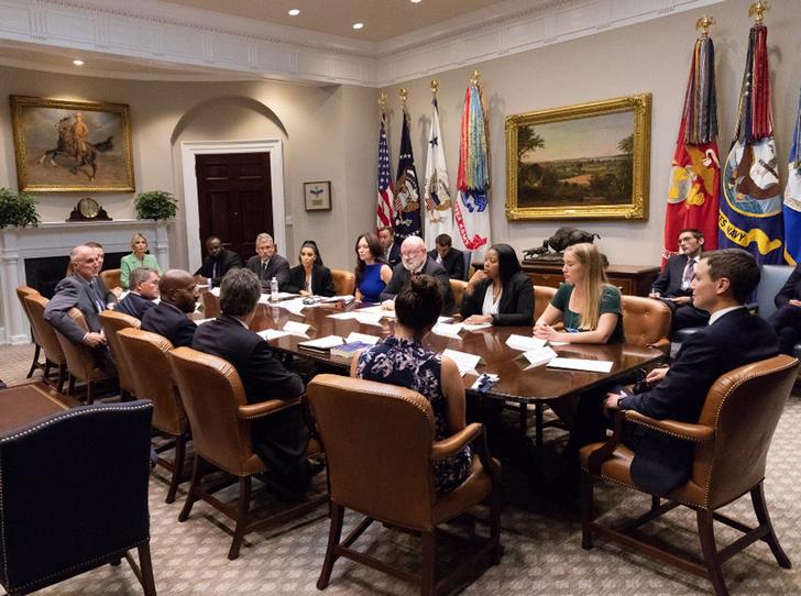 Фото №5 - Ким Кардашьян зачастила в Белый дом