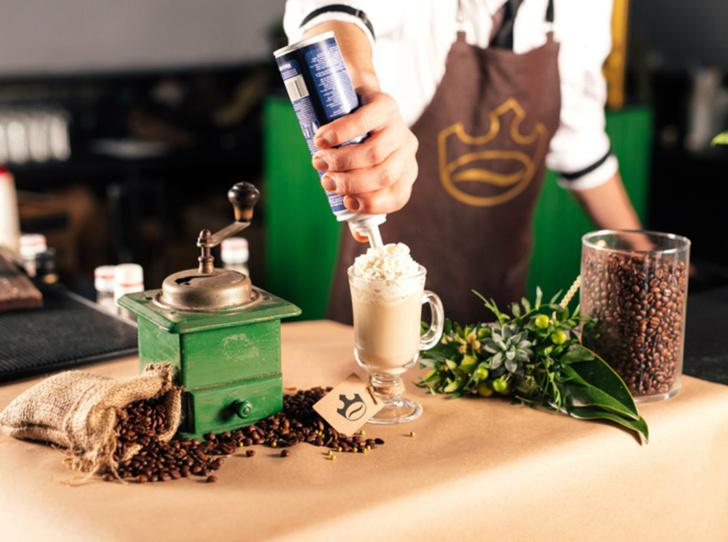 Фото №7 - 5 нескучных кофейных напитков для длинной рабочей недели