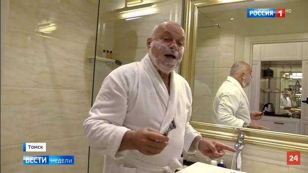 Фото №1 - Шутки и пародии на телеведущего Дмитрия Киселева, переночевавшего в номере Навального (видео)