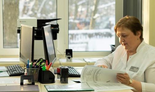 Фото №1 - Онкологов областных центров внесли в список дефицитных врачей. Их зазывают выплатой в 120 тысяч в год