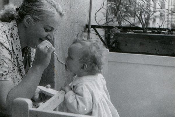 Фото №3 - Занимательная история: уход за младенцем вчера и сегодня