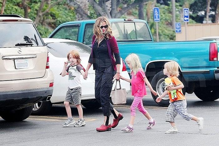 Фото №2 - Звездные мамы, которые умеют экономить на детской одежде