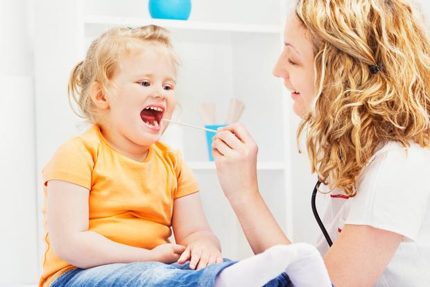 Больно глотать как вылечить в домашних условиях, у ребенка болит горло что делать