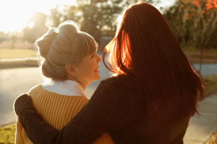 Пара: мать и дочь