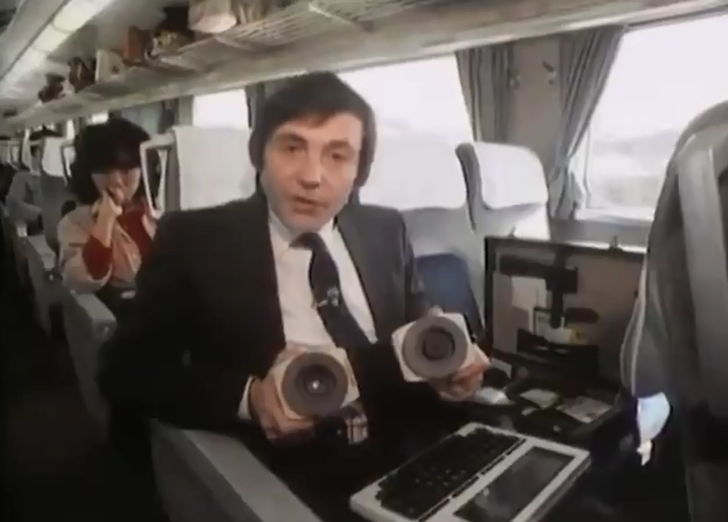Фото №1 - Как проверяли электронную почту в 1984 году: видео прилагается