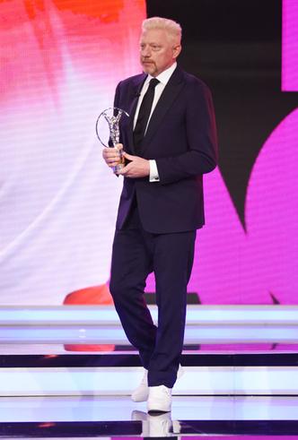 Фото №10 - Князь Монако Альбер II на вручение премии пришел в обычных белых кроссовках