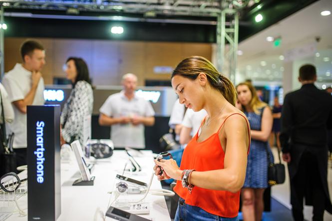 Фото №8 - Открытие нового бутика Samsung в ЦУМе: сила света и воды