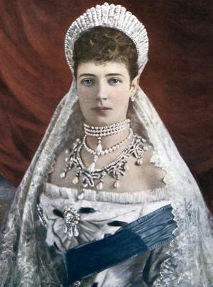 Фото №2 - Из России с любовью: почему европейские монархи начали носить тиары-кокошники