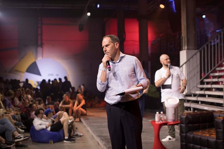 Фото №1 - Звезды СТС провели комедийное шоу на «Хлебозаводе»