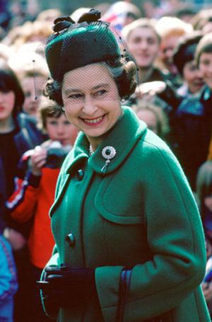 Фото №8 - Близко к сердцу: любимые броши Елизаветы II