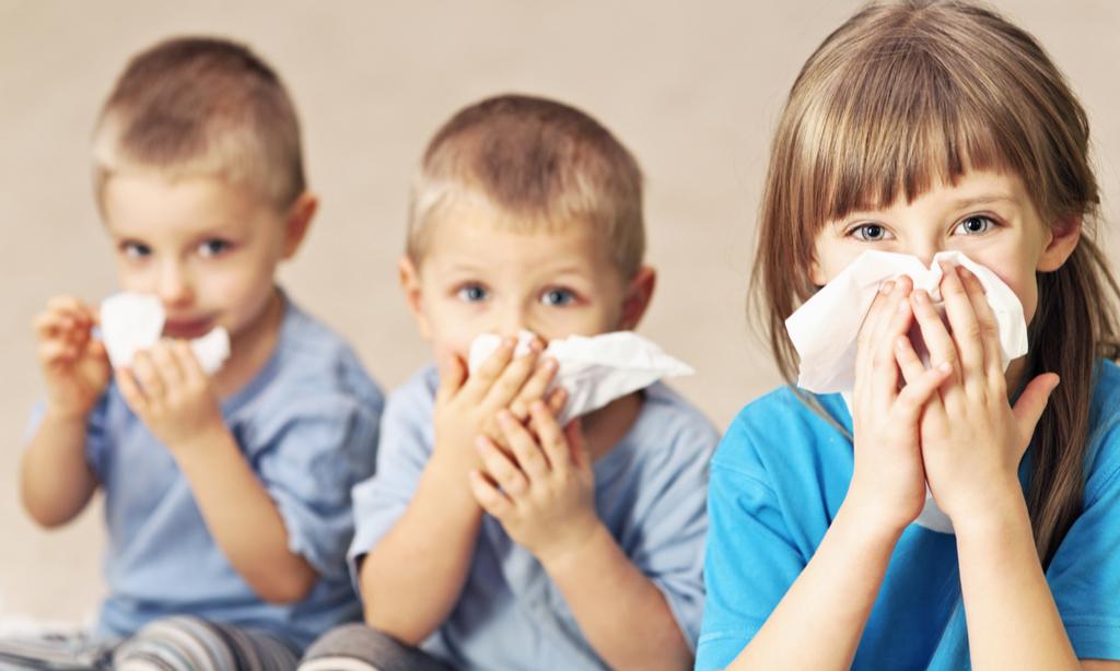 Как отличить аллергию у ребенка от обычного насморка