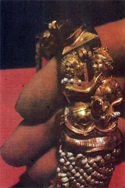 Фото №2 - Диадема царицы Амаги?
