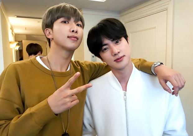 Фото №2 - Джин one love: BTS рассказывают, за что любят своего старшего братика