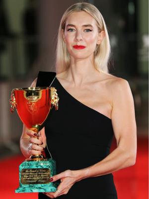 Фото №7 - Венецианский кинофестиваль 2020: лучшие образы церемонии закрытия