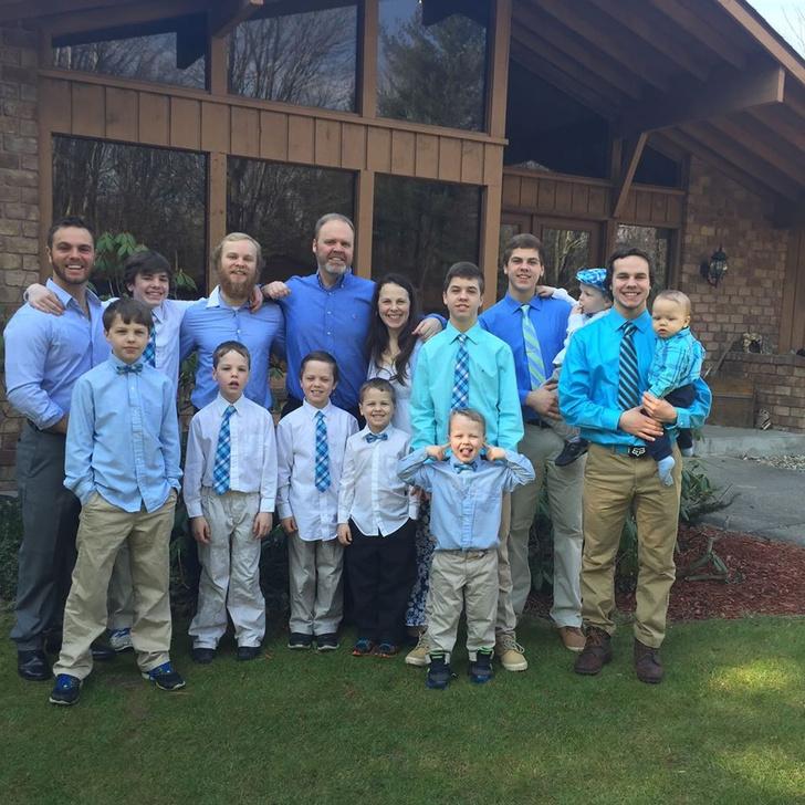 Фото №1 - В американской семье родились 14 мальчиков подряд