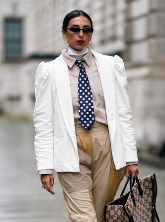 Фото №9 - Как носить принт «горох» и не выглядеть старомодно: 4 стильных способа