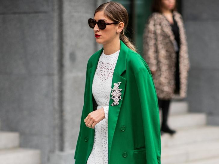 Фото №1 - Как носить броши: 12 простых и стильных способов