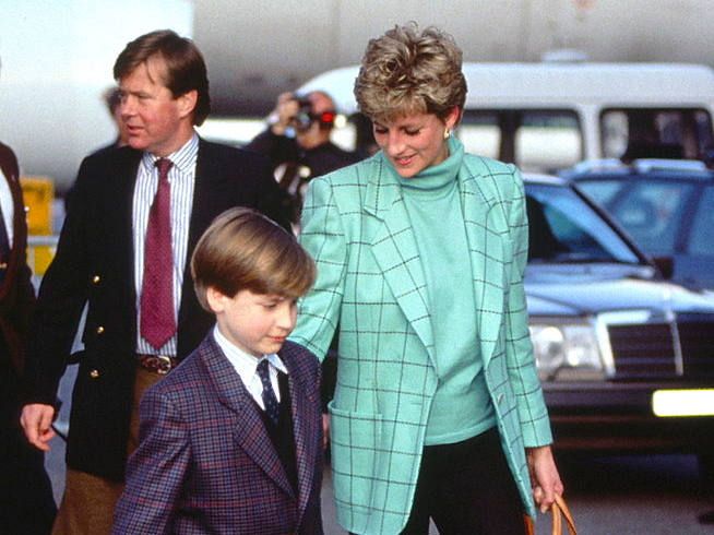 Фото №13 - Любимый предмет гардероба: как принцесса Диана носила жакеты и блейзеры— 30 вдохновляющих примеров