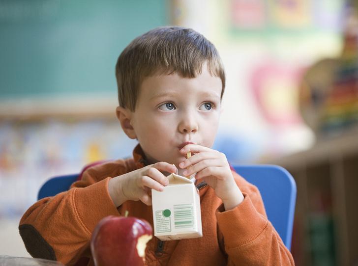 Фото №1 - 5 вредных продуктов, которыми мы регулярно кормим детей
