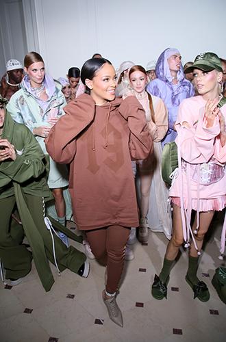 Фото №34 - Это слишком: как Рианна «помешалась» на одежде oversize