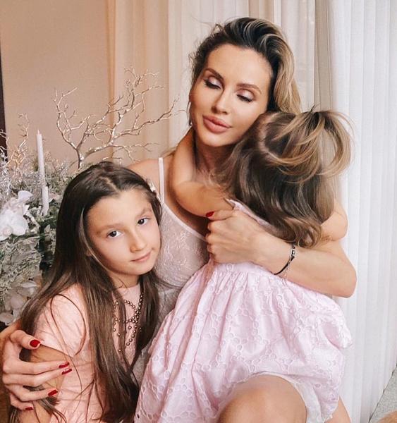 Фото №2 - «Наполнила жизнь энергией любви»: Светлана Лобода отмечает 2-летие младшей дочери Тильды