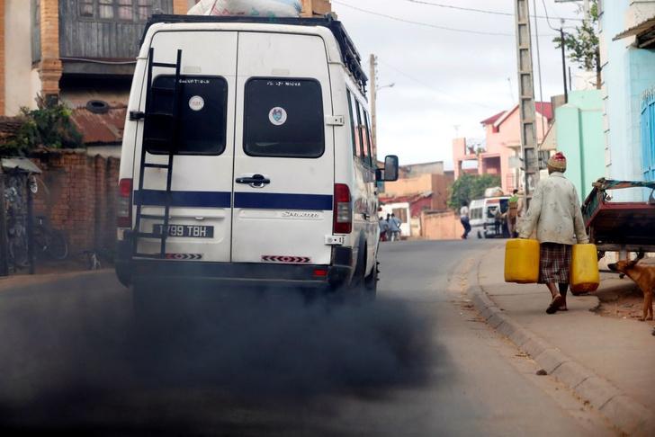 Фото №4 - Почему из выхлопной трубы валит черный дым