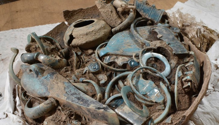 Фото №1 - Во Франции найден клад с артефактами, которым почти 3000 лет