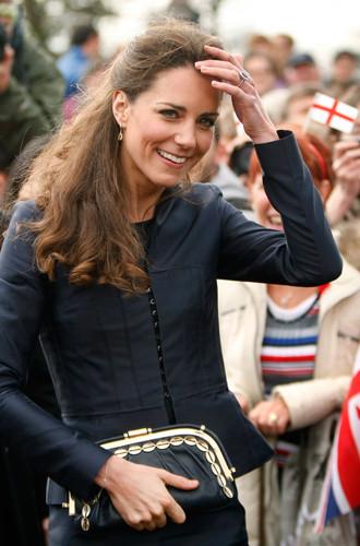 Фото №6 - Королевский дресс-код: любимые сумки герцогини Кембриджской